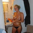 image blonde-girlfriend-amazing-hot-body-holidays-postyourgfs(dot)com01.jpg